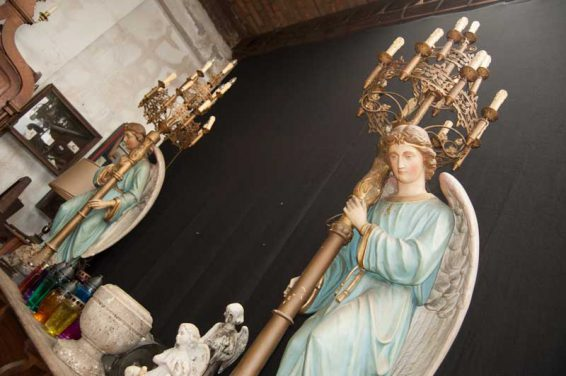 angel-with-candlestick